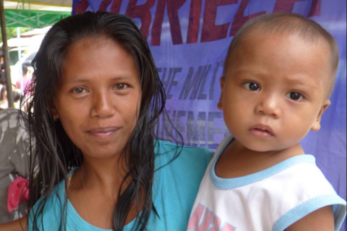 Delphine loopt 10 miles voor VROUWENRECHTEN in de Filipijnen